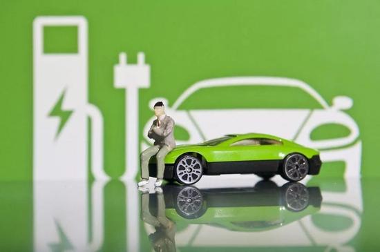 拜登政府寻求投资150亿美元建设电动汽车充电站