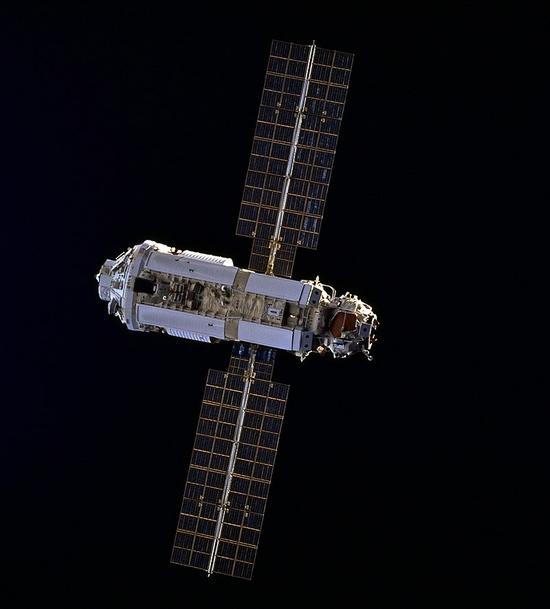 科普国际空间站首个舱段——曙光号