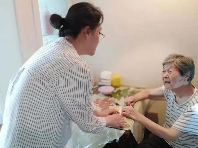 中国最长寿的城市这样养老一键叫车刷脸用餐